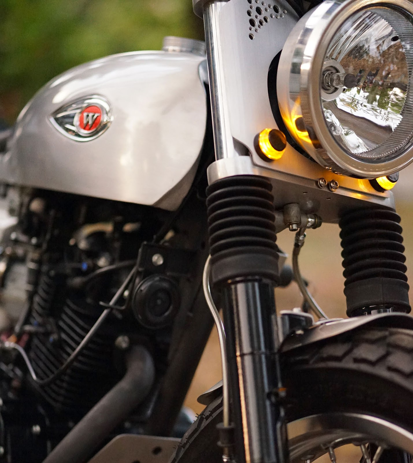 Headlamp Motor Custom Flat Tracker