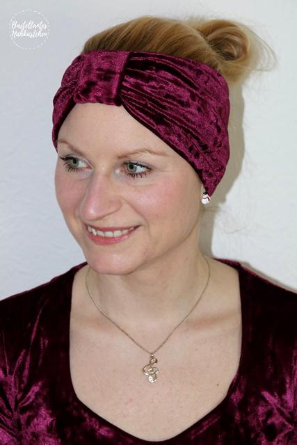 selbst genähtes Stirnband Leara von Schnittgeflüster aus Nicki Bordeaux glänzend