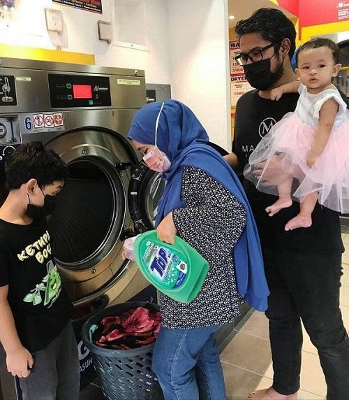 Pengguna setia TOP, Syakirah Yusof kagum dengan pencuci rendah buih Advanced Micro-Clean Tech dari TOP yang mampu menghapuskan 99.9% virus.