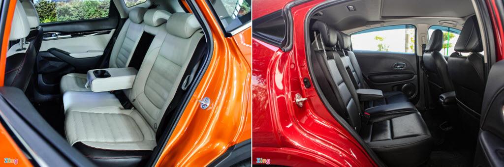 Honda HR-V sở hữu cửa sổ trời toàn cảnh, trong khi Seltos sở hữu cửa sổ trời thông thường.