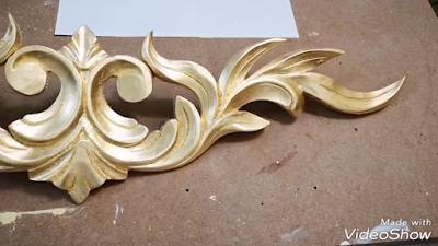الوحدة الخشبية ذات الزخارف النباتية بعد تطبيق ورق الذهب