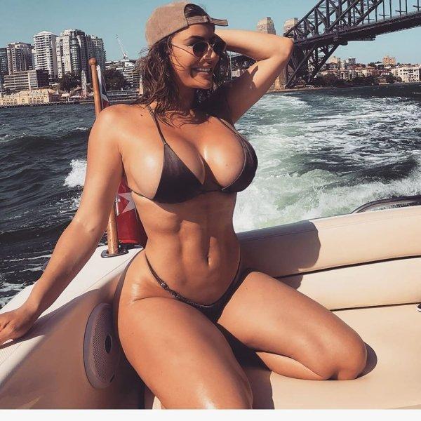 Mamas tão grandes que não cabem no bikini (parte 1)