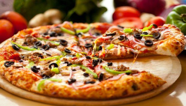 Η πιο Τραγανή Ζύμη για Πίτσα Έτοιμη με 2 Υλικά Μόνο!