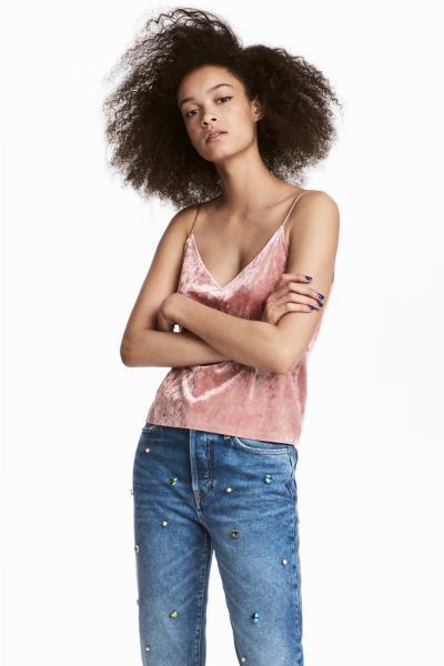 Aksamit materiał sezonu welur hit jesieni must have na jesień welurowy aksamitny welurowa aksamitna sukienka Bunny the star szara srebrna aksamitne welurowe czerwone botki kozaki zara H&M bluzka top modne lata 90te błyszczące