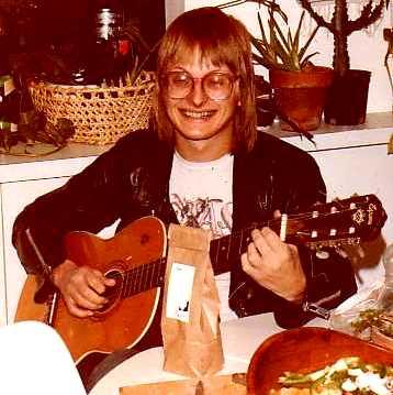 Foto de Freddy Moore tocando su guitarra