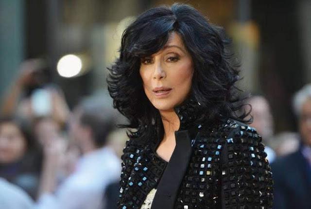 Cher condena las operaciones de Tuquía en Siria
