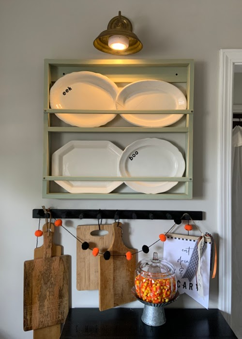 Halloween home decor in the kitchen - magic light trick