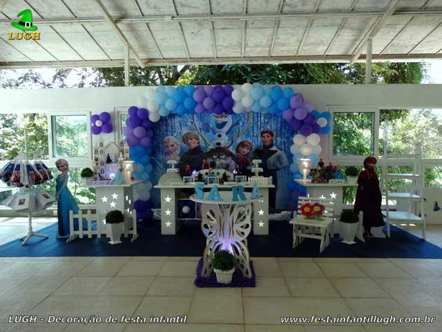 Frozen - Decoração da mesa do bolo de aniversário tema Frozen - Festa infantil feminina - Barra da Tijuca - RJ