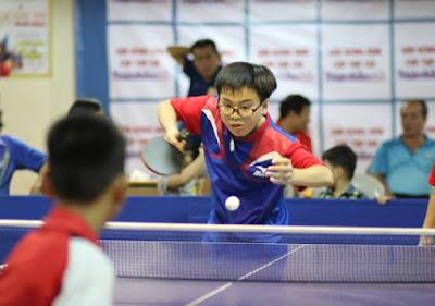 trẻ chơi bóng bàn tăng khả năng phản xạ