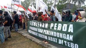 Geruduk Kantor Bupati Tebo, Massa: Jangan Butuh Kami Ketika Mau Pemilu Saja