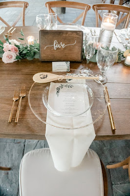 clear charger with wooden spoon favor