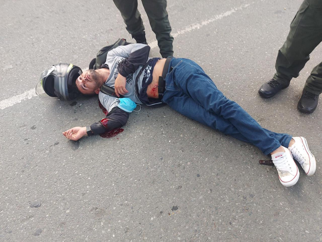 hoyennoticia.com, Policía da de baja a delincuente cuando robaba una moto (Video)