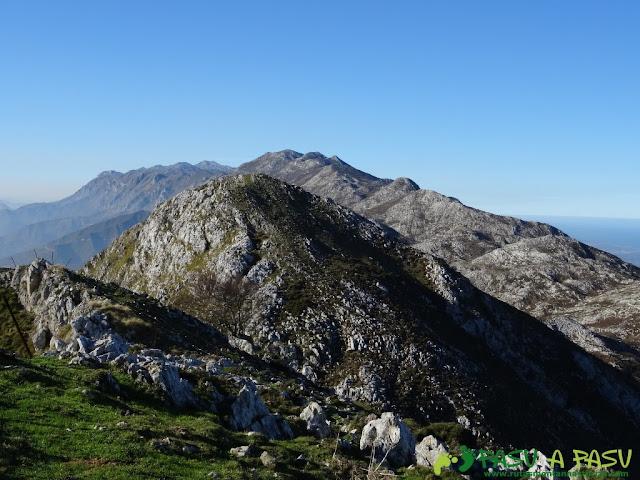 Vista del Cuera desde el Paisanu