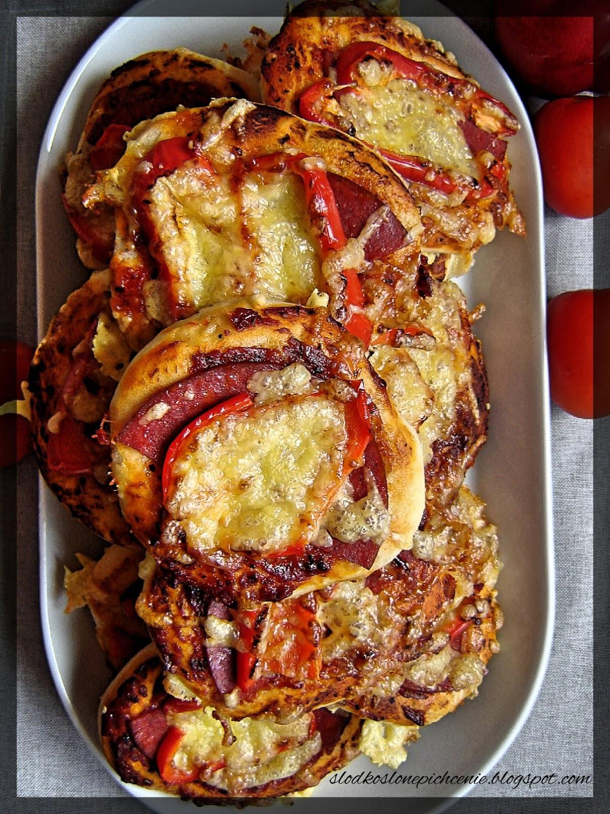 Pizzerinki z sałami i papryką