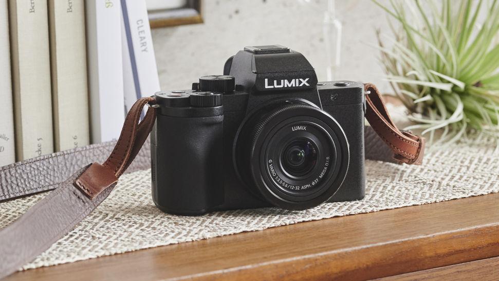 Panasonic Lumix G100, вид впереди