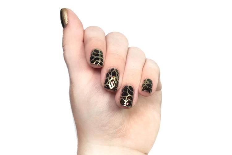 Flakie Nails