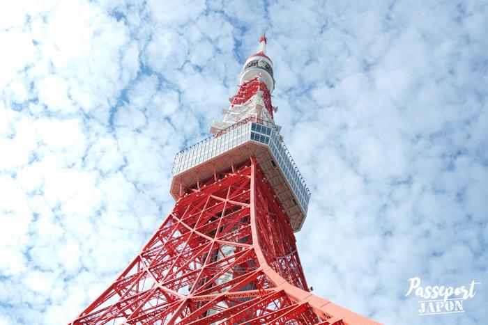 Vue sur le sommet de la Tokyo Tower, contreplongée