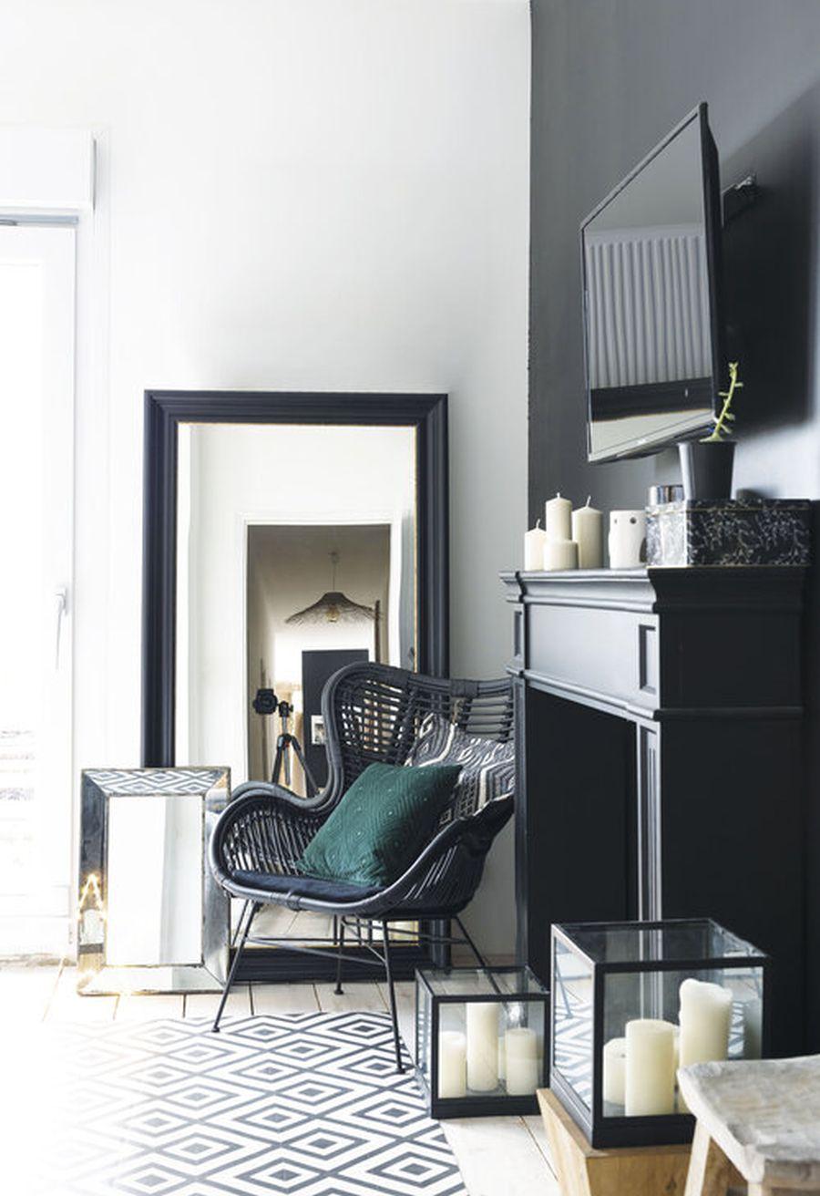 Święta w pięknym mieszkaniu w dawnej stodole, wystrój wnętrz, wnętrza, urządzanie domu, dekoracje wnętrz, aranżacja wnętrz, inspiracje wnętrz,interior design , dom i wnętrze, aranżacja mieszkania, modne wnętrza, styl rustykalny, styl skandynawski, mieszkanie w stodole, Święta, Boże Narodzenie, rustic style, Scandinavian style, flat in the barn, Holidays, czarna ściana, black wall