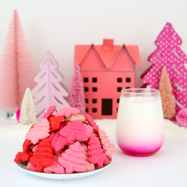 Christmas Cookies - Ombre Spritz snow covered trees - iced Christmas tree cookies recipe - easy spritz shaped cookies