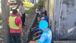 Sambangi Buruh Pabrik terigu, Unit Binmas Ajak Patuhi Protokol Kesehatan