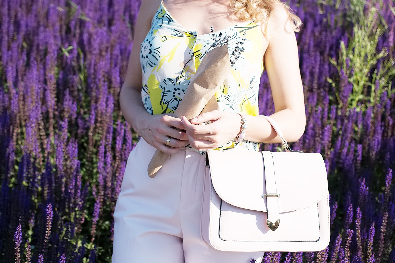 pastel_summer_look_rose_quartz_pants_margarita_maslova