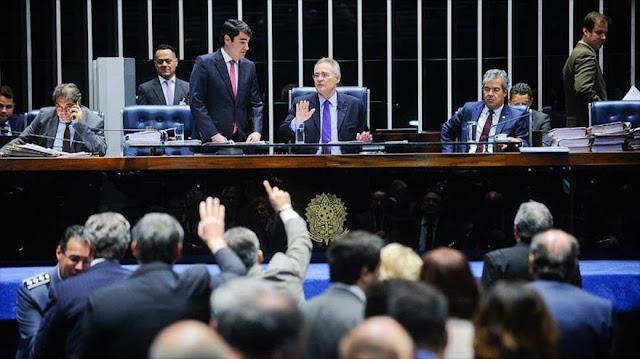 Senadores oficialistas brasileños quieren aprobar recortes