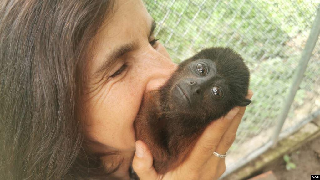 Vicky Ossio, directora del refugio Senda Verde, ha convertido la protección de los animales en su proyecto de vida: