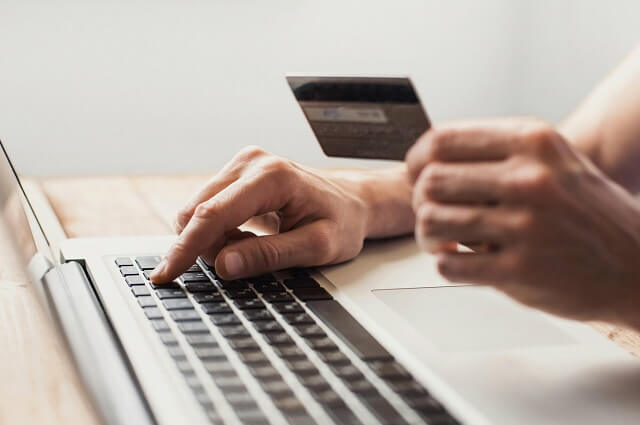 لماذا التجارة الإلكترونية معدومة بالعراق؟