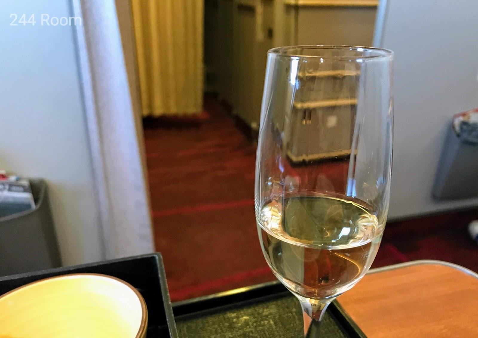 JALファーストクラスシャンパン