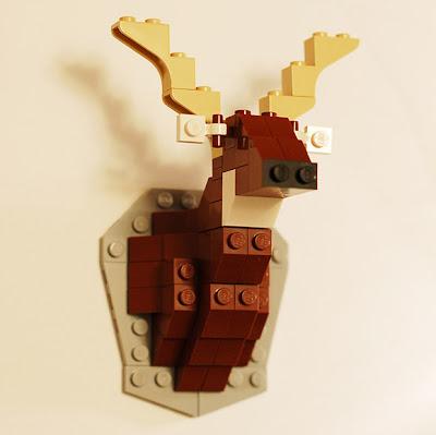 Lego y taxidermia cabeza de alce