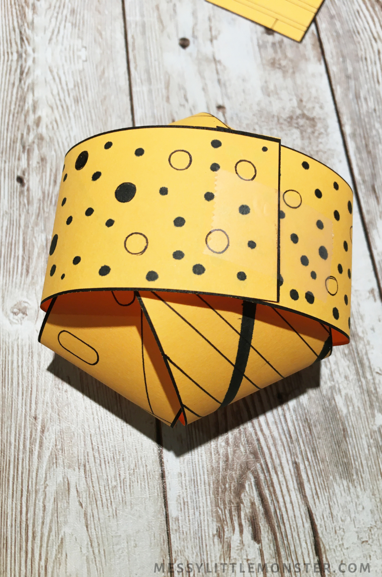 3D paper pumpkin craft instructions