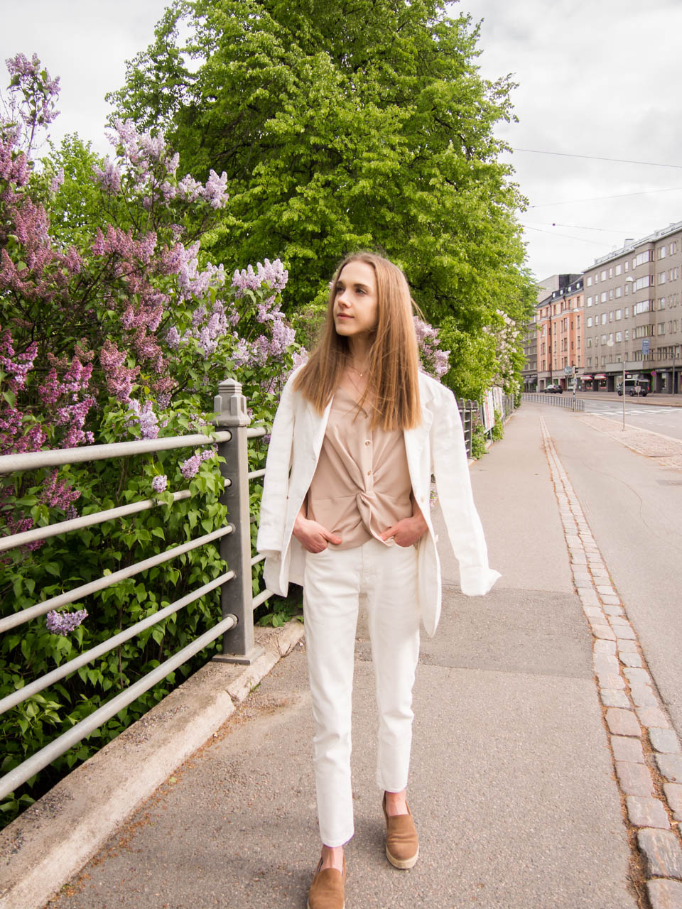 white-suit-outfit-for-summer