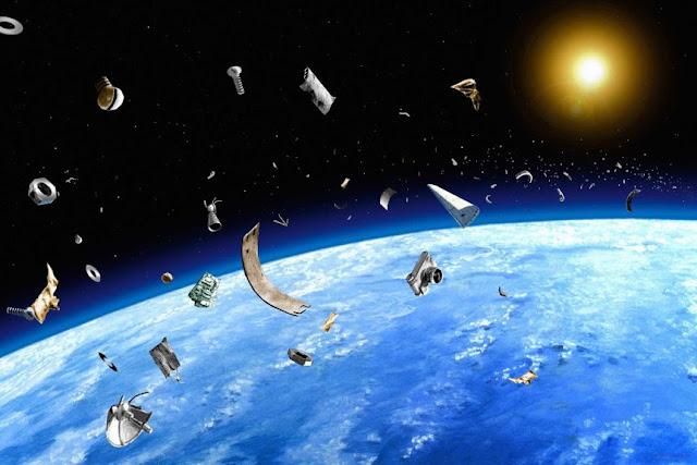 sampah luar angkasa