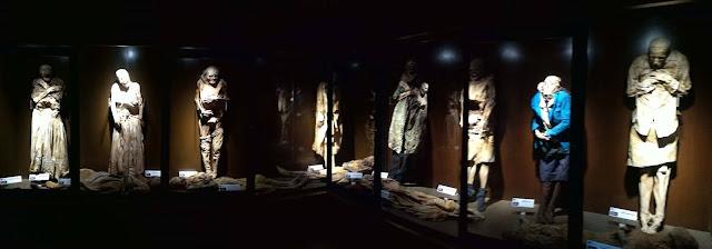 El panteón de Celaya es una de las necrópolis más importantes del Estado. Inaugurado en el s. XIX, es hoy una gran ciudad de la muerte, un espacio plagado de símbolos, de recuerdos y de misticismo.