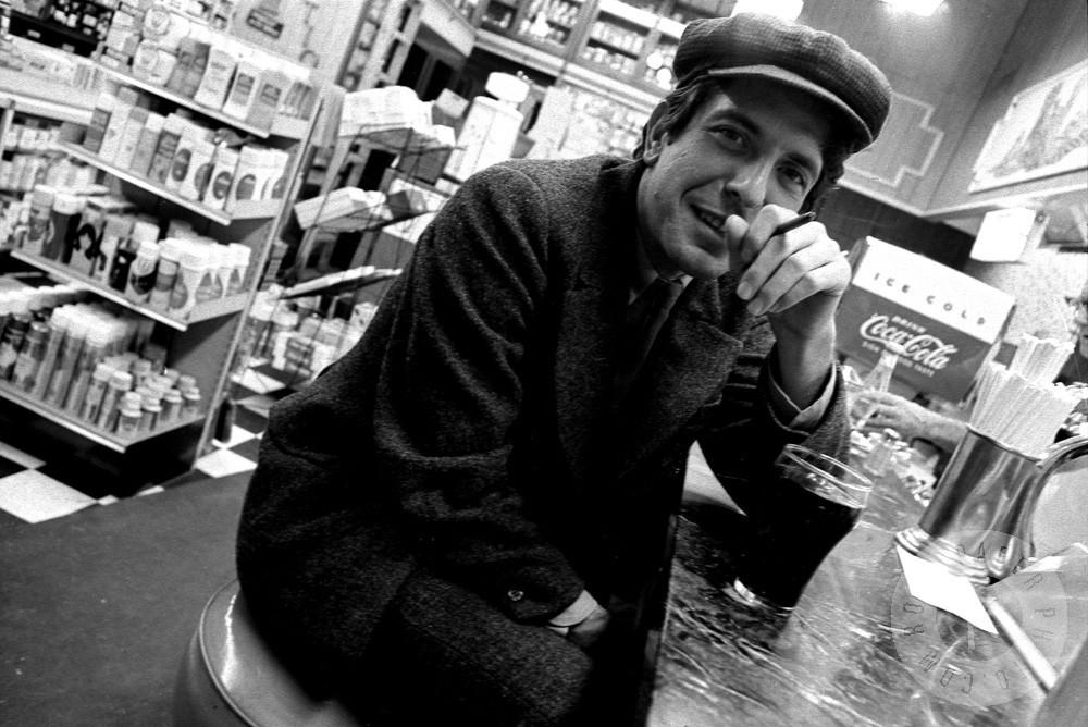 ad610c2b6 Leonard Cohen é um poeta, prosador e trovador canadense, nascido a 21 de  setembro de 1934. Dispensa apresentações, tendo se tornado um dos  compositores ...