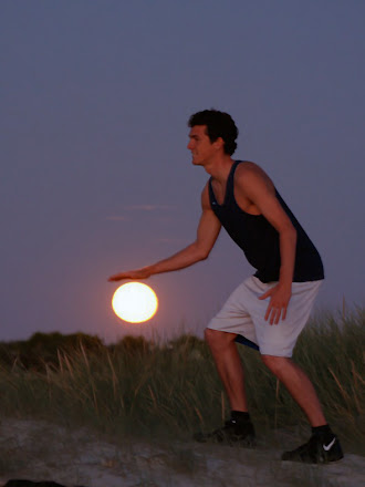 Güneşi basketbol topu gibi sektiren sporcu