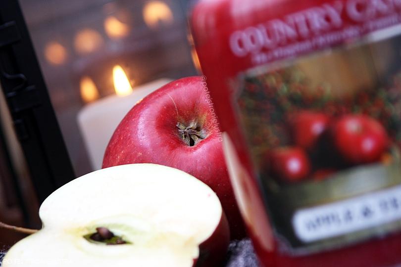 czerwone jabłka i świece