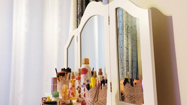kozmetika organizovanie kozmetický stolík
