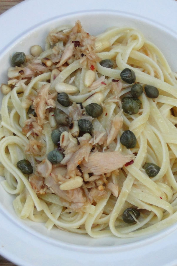 Pasta with garlic, pine nuts and capers