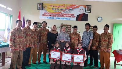 Salurkan Beasiswa 8,05 M, Dwita Ria Disambut Antusias Masyarakat Dapil Lampung 2