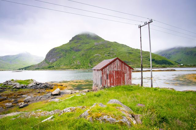 Paesaggio con casa rossa-Isole Lofoten