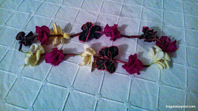 Colar polinésio de flores oferecido aos hóspedes do Tupa Hotel, na Ilha de Páscoa