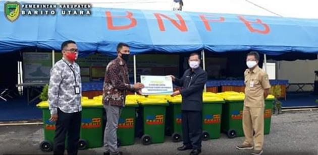 BRI Muara Teweh Serahkan Bantuan Bak Sampah Kepada Pemda Barito Utara