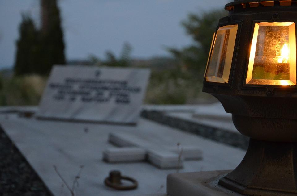 Ξάνθη: 6.000 κεριά στα νεκροταφεία τη Μ. Παρασκευή ανάβει ο δήμος