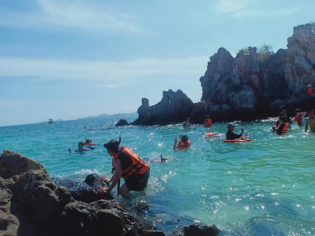 - เกาะไข่นอก เป็นเกาะเล็ก หาดทรายขาว น้ำทะเลใส มีนักท่องเที่ยวค่อยข้างเยอะ