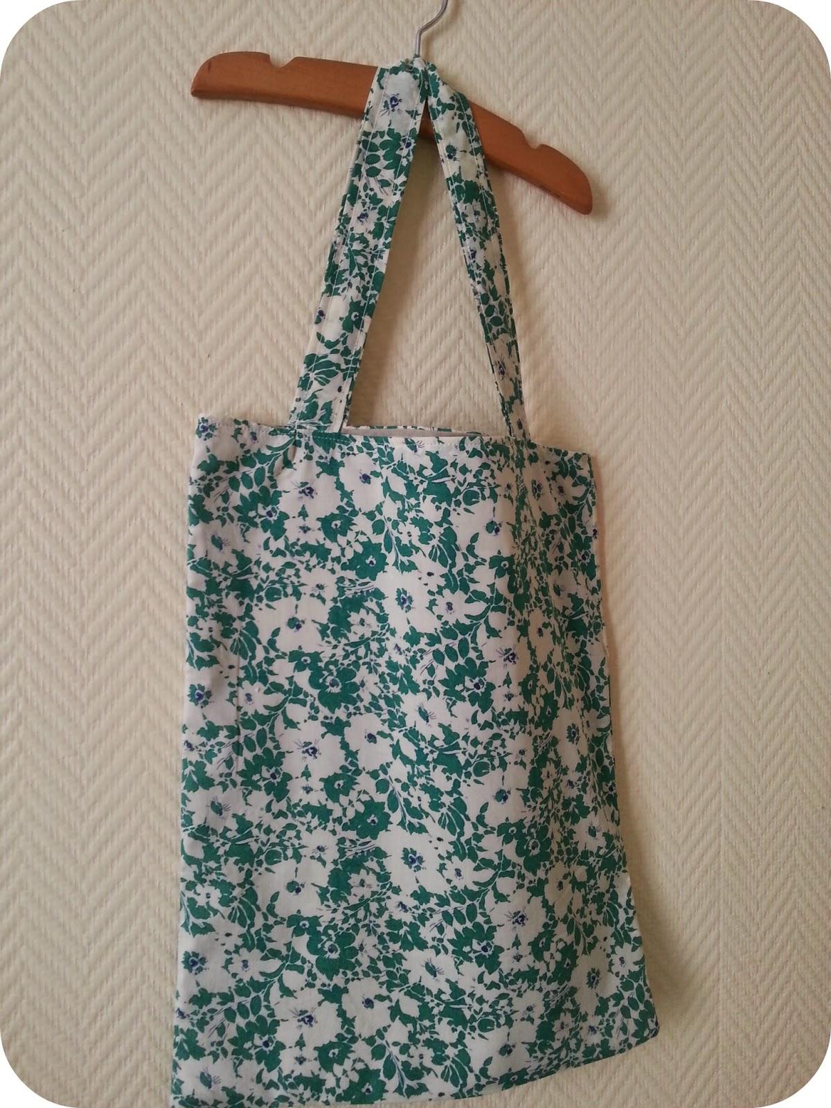 l 39 atelier des couleurs du temps sac cabas tote bag en tissu liberty of london jody vert. Black Bedroom Furniture Sets. Home Design Ideas