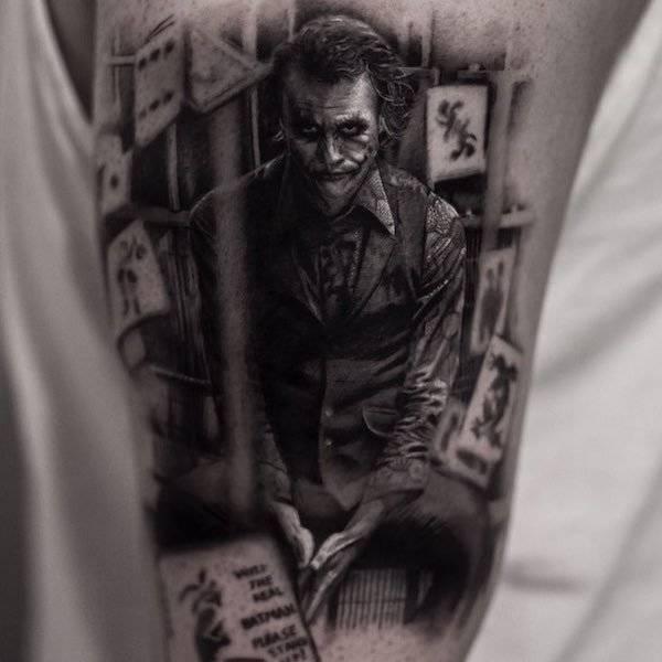 Tatuagem realista coringa
