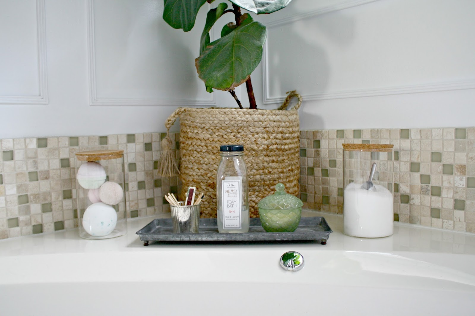 Pretty ways to organize everyday items zhakila decorating for Bathroom things