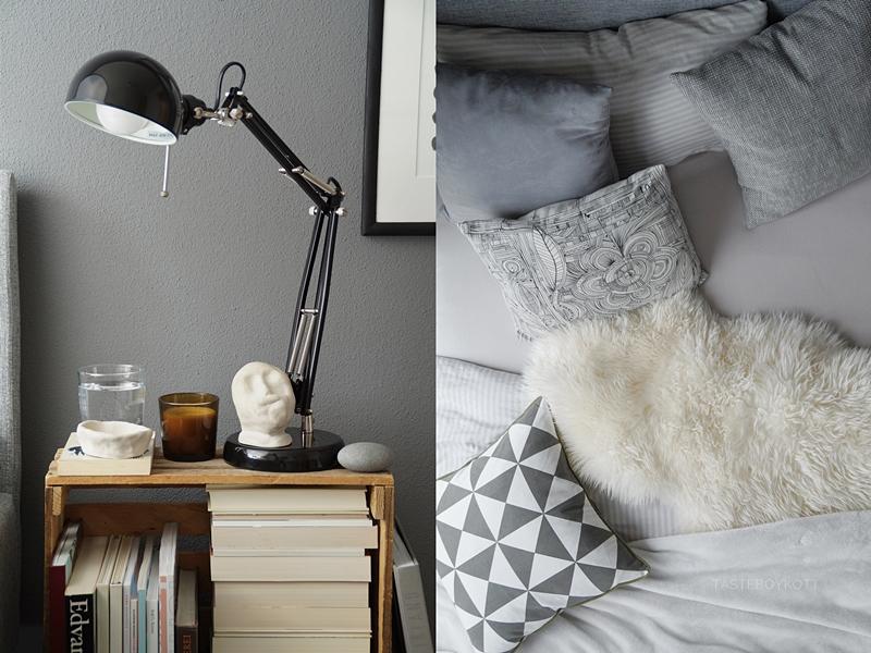 Schlafzimmer im Herbst einrichten und dekorieren in Grautönen und Weiß, mit vielen Wohntextilien für eine gemütliche Atmosphäre und Weinkiste als Nachttisch, Deko mit Fellen, Kissen, Decken, DIY Tonskulpturen, Büchern, Ikea-Leuchte und Kerze