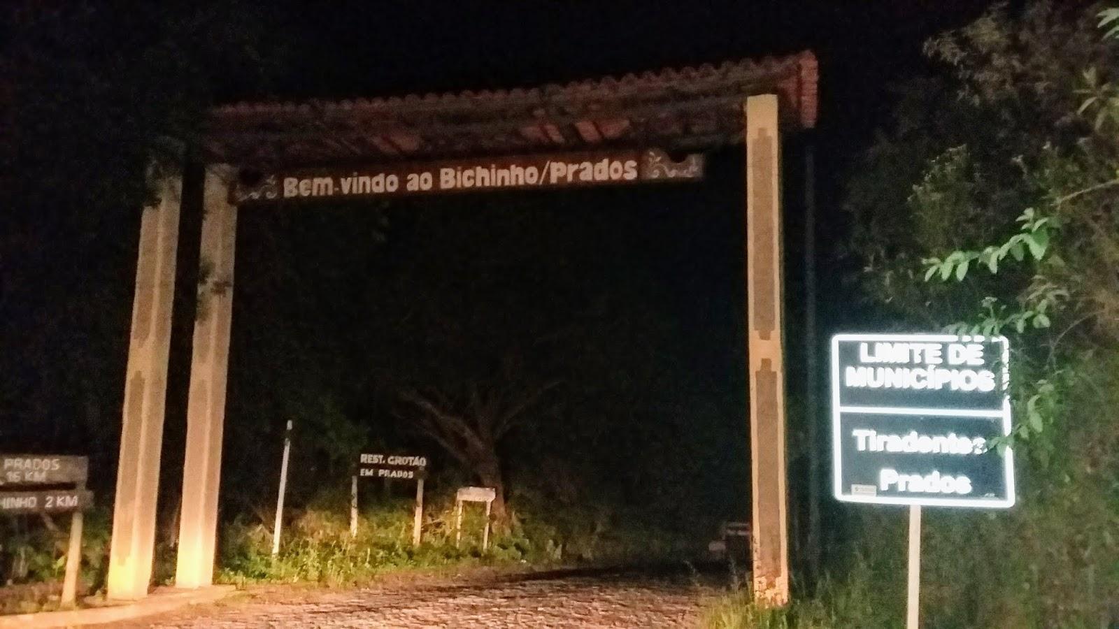 Portal do distrito de Bichinho em Prados